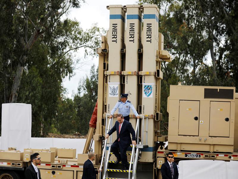 """Израиль представил систему перехвата ракет средней дальности """"Праща Давида"""", которая дополнит ПРО ближнего радиуса действия """"Железный купол"""". Система была представлена на базе ВВС в Хацоре"""