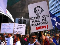 В крупных городах мира в субботу проходят многотысячные марши в защиту науки: акция началась в Австралии