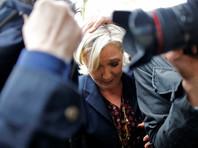 Ле Пен освистали и закидали яйцами во время поездки в Бретань (ВИДЕО)