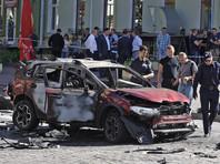 Как следует из фильма, в ночь перед убийством Шеремета преступники заложили бомбу под его автомобиль