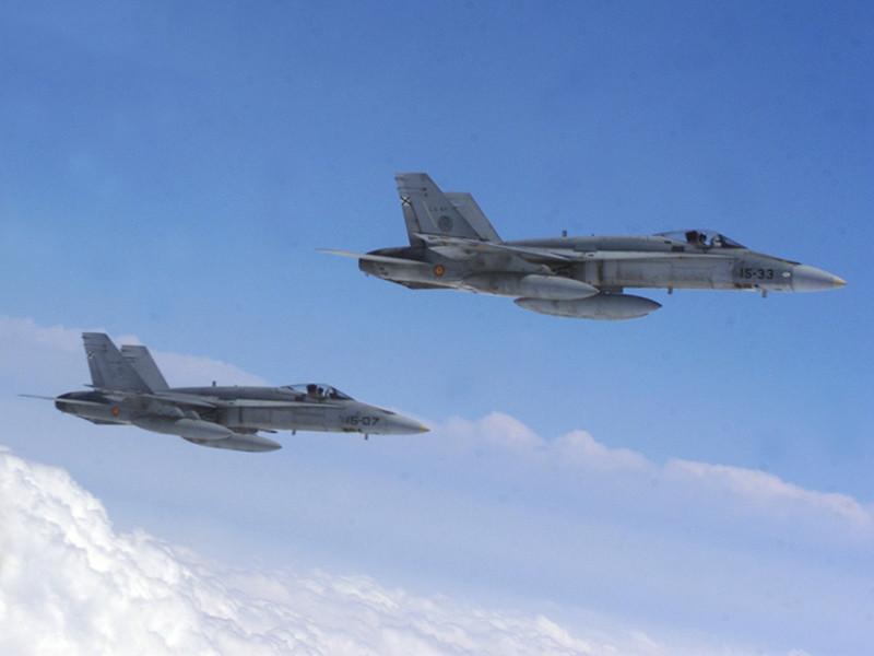 Два испанских истребителя F-18, участвующие в миссии НАТО по патрулированию воздушного пространства стран Балтии, перехватили и сопроводили российский бомбардировщик Су-24, летевший из Калининграда над международными водами Балтийского моря