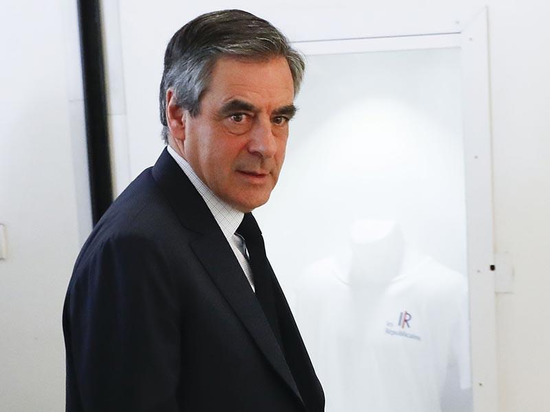 """Франсуа Фийон, бывший кандидат в президенты Франции от правой партии """"Республиканцы"""", заявил 2 мая о намерении временно уйти из политики и рассказал, что подал в суд на сатирическую газету Le Canard enchainé"""