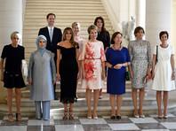 Супруг премьер-министра Люксембурга сфотографировался с первыми леди стран НАТО