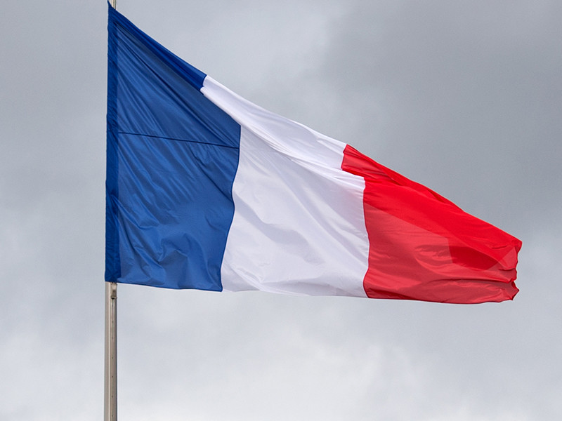 Во Франции готовятся к первой встрече Макрона с Путиным