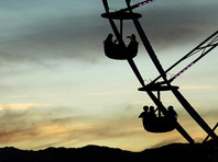 В США опрокинулась кабинка колеса обозрения: с высоты упали две женщины и ребенок
