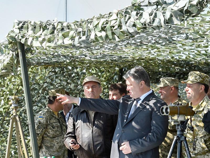 Президент Украины Петр Порошенко в ходе рабочей поездки в Одесскую область принял участие в очередных испытаниях новейшей украинской ракетной техники на одном из полигонов на юге страны