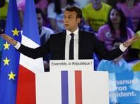 В опубликованной за день до второго тура выборов во Франции переписке штаба кандидата в президенты Эмманюэля Макрона нашли служебную информацию на русском языке