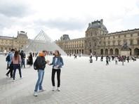 Площадь перед Лувром, где Макрон собирается отмечать победу, эвакуировали из-за опасной сумки