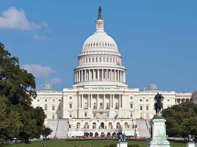 Группа американских сенаторов занялась подготовкой законопроекта о введении санкций в отношении Венесуэлы, которые могут затронуть и Россию, передает Reuters. Проект пользуется двухпартийной поддержкой и может быть представлен в Сенате уже 3 мая