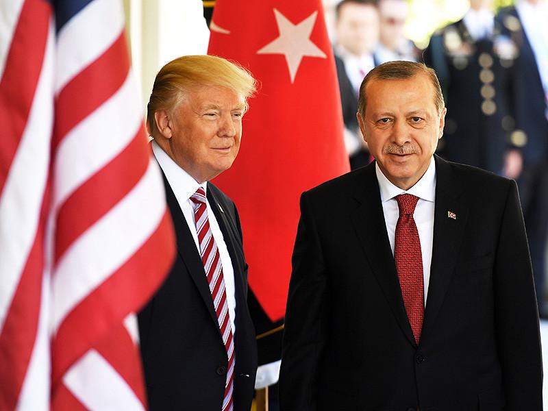 В Вашингтоне произошла драка между сторонниками и противниками президента Турции Реджепа Тайипа Эрдогана. В результате пострадали не менее девяти человек, двое участников драки арестованы