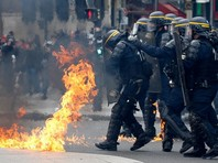 Первомай в Европе: во Франции во время шествия ранены сотрудники полиции, в Бельгии напали с ножом на представителя парламента