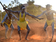 На церемонии, предваряющей открытие работы саммита, был исполнен церемониальный танец огня, который символизирует освещение пути для дальнейшего переговорного процесса