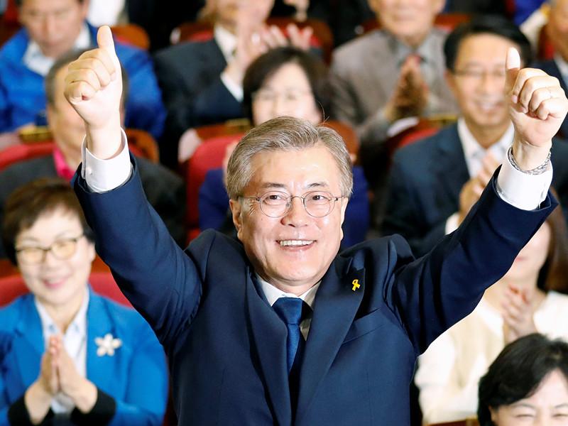 """Голосование на проходивших во вторник, 9 мая, выборах президента Южной Кореи завершилось, ведется подсчет голосов. По данным первых экзит-поллов, лидирует кандидат от Демократической партии """"Тобуро"""" Мун Чжэ Ин"""