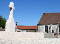 """Жандармы задержали пять человек, совершивших """"акт против Франции"""" - осквернение могилы де Голля"""