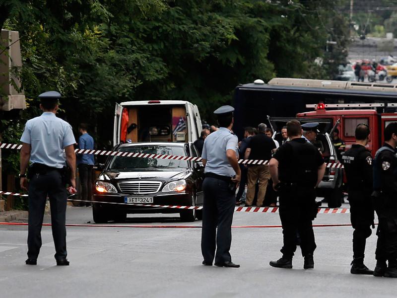 В Афинах в результате взрыва пострадал бывший премьер Греции Лукас Пападимос. Взрывное устройство сработало в автомобиле политика