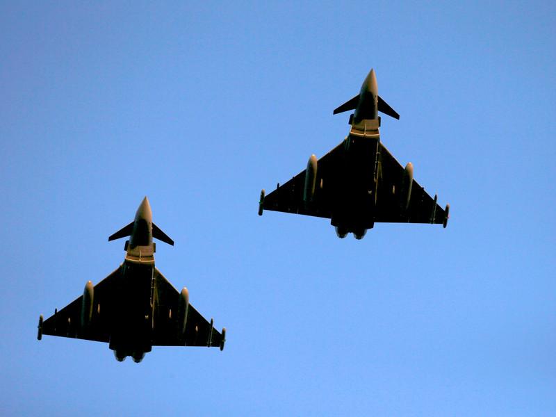 Британские истребители вылетели навстречу бомбардировщикам РФ, которые вторглись в воздушное пространство страны. Минобороны РФ опровергает