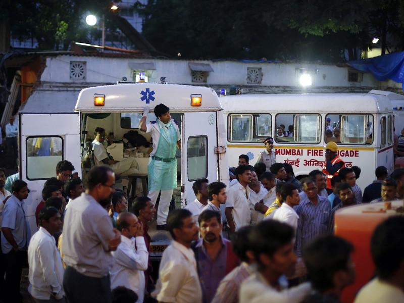 В индийском штате Раджастхан во время свадебной церемонии из-за обрушения стены погибли 25 человек, еще 28 получили ранения