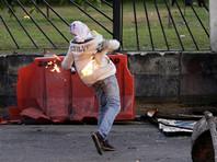 Десятки человек пострадали при разгоне протестного марша в столице Венесуэлы