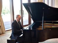Путин наиграл на рояле в Пекине мелодии из песен о Москве и Петербурге (ВИДЕО)