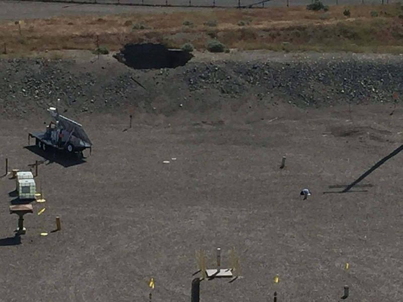 В крупнейшем и старейшем в США комплексе по хранению радиоактивных отходов в городе Хэнфорд (штате Вашингтон) произошло ЧП: 9 мая утром здесь произошло частичное обрушение тоннеля, в котором находились железнодорожные вагоны, заполненные радиоактивными отходами, сообщает Reuters и AP