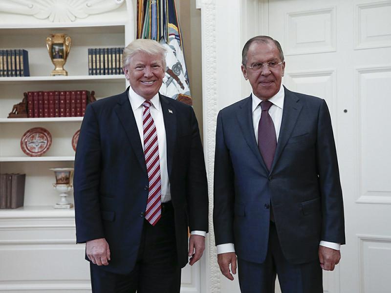 """Американский президент Дональд Трамп назвал """"очень успешной"""" встречу с главой российского МИД Сергеем Лавровым, на которой он, по обвинениям The Washington Post, выболтал дипломатам секретную информацию, не предназначенную даже для союзников"""