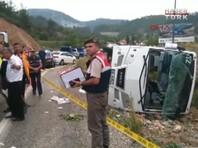 В Турции опрокинулся микроавтобус с украинскими туристами, 18 человек пострадали (ВИДЕО)