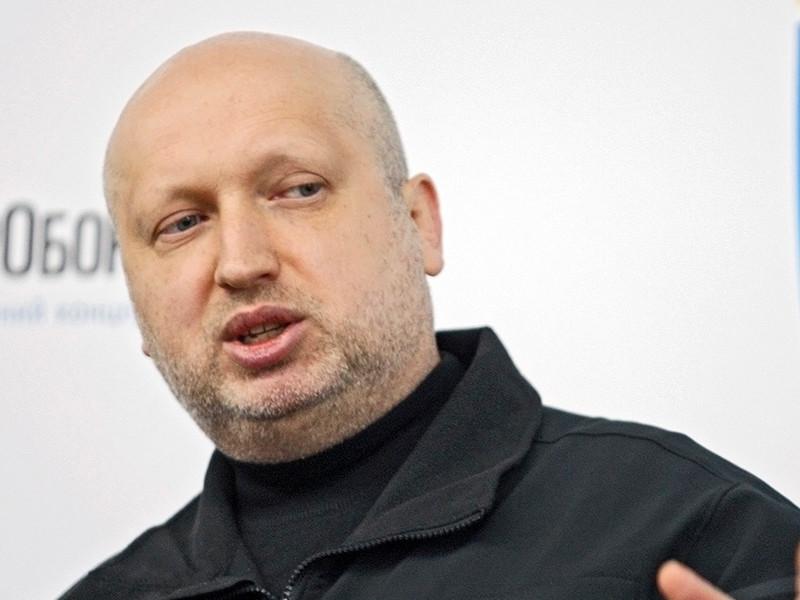 Секретарь Совета национальной безопасности (СНБО) Украины Александр Турчинов высказался за скорейшее введение визового режима с Россией