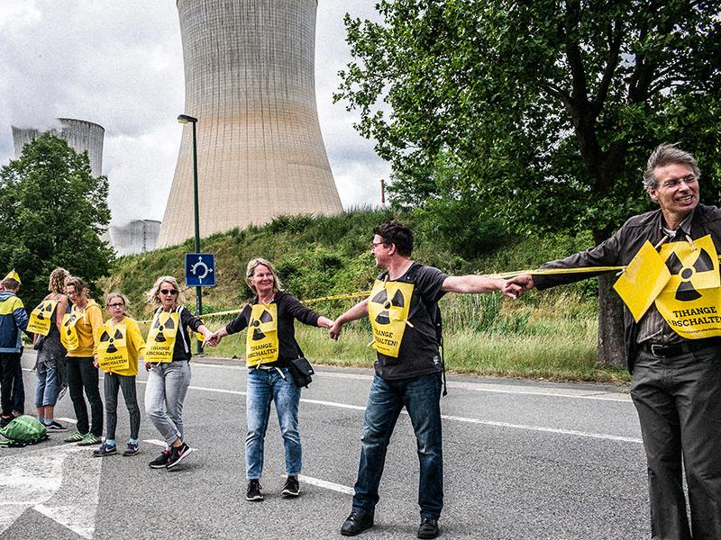 Европейцы выстроились в живую цепь длиной 90 км в знак протеста против бельгийских АЭС