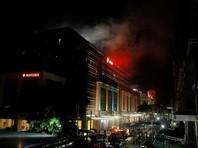 """На данный момент информация о произошедшем в гостиничном комплексе разнится. По разным данным, нападавших было от одного до """"нескольких человек"""". В местных СМИ уже появилась информация о взрывах, которые слышали очевидцы, находящиеся неподалеку от отеля"""