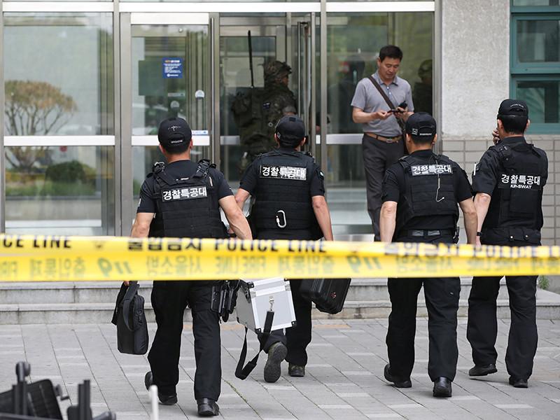 Рано утром во вторник, 13 июня, в одном из кабинетов инженерного факультета университета Ёнсе в Сеуле произошел взрыв