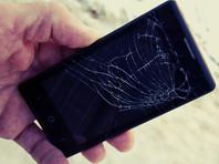 В китайской школе стали бороться с мобильными телефонами посредством их публичного уничтожения (ВИДЕО)