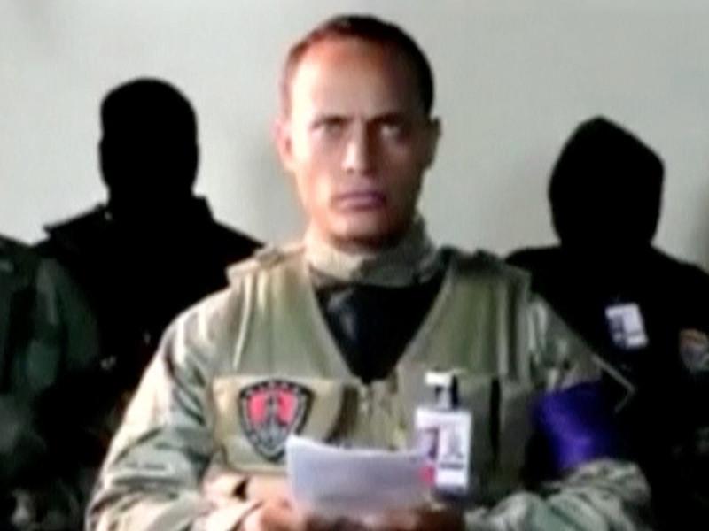 Власти Венесуэлы обратились в Интерпол с просьбой объявить в розыск Оскара Переса - пилота вертолета, атаковавшего здания МВД и Верховного суда в Каракасе