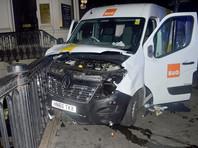 Фургон наехал на людей, выходивших из мечети, расположенной на улице Севен-Систерс на севере британской столицы, в ночь на понедельник, 19 июня
