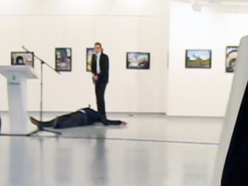 Чрезвычайный и полномочный посол РФ в Турции Андрей Карлов был убит по приказу сторонников организации исламского проповедника Фетхуллаха Гюлена FETO. К такому выводу пришла прокуратура Анкары