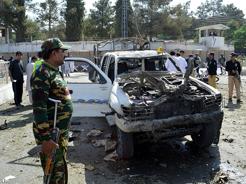 Одиннадцать человек, в том числе четверо полицейских, погибли при взрыве заложенной в автомобиле бомбы возле офиса полиции в городе Кветта (провинция Белуджистан) в Пакистане. Местные власти обвинили в теракте Индию, не приводя при этом никаких доказательств
