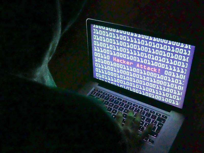 На фоне произошедших за последние два месяца масштабных атак компьютерных вирусов-вымогателей, распространившихся в десятках стран, американская пресса описывает вероятную схему использования властями России киберпреступников