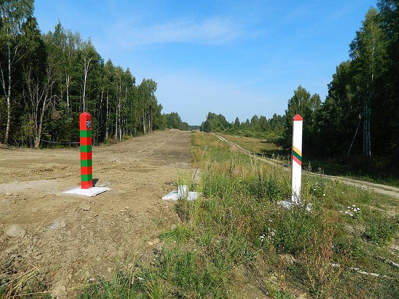 Новое защитное ограждение будет строиться на основании договора между СОГГЛ и вилкавишкской компании Gintreja в той местности, где государственная граница проходит по суше. Стоимость работ - 1 млн. 335 тыс. евро