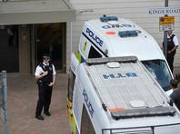 Sky News со ссылкой на жителей дома по улице Кингс-роуд, где прошел обыск, передает, что во время спецоперации звучали выстрелы