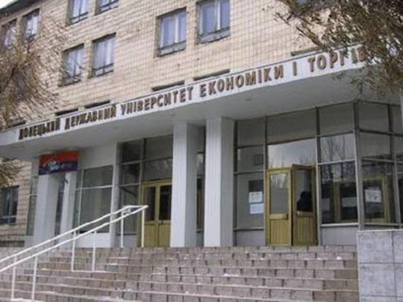 """РИА """"Новости"""" уточняют, что речь идет об Университете торговли, расположенном на бульваре Шевченко в Донецке. Представитель аппарата главы ДНР заявил агентство, что произошедшее квалифицировали как теракт"""