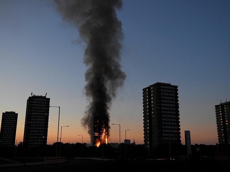 На западе Лондона пожар произошел в 27-этажном жилом многоквартирном доме в районе Кенсингтон