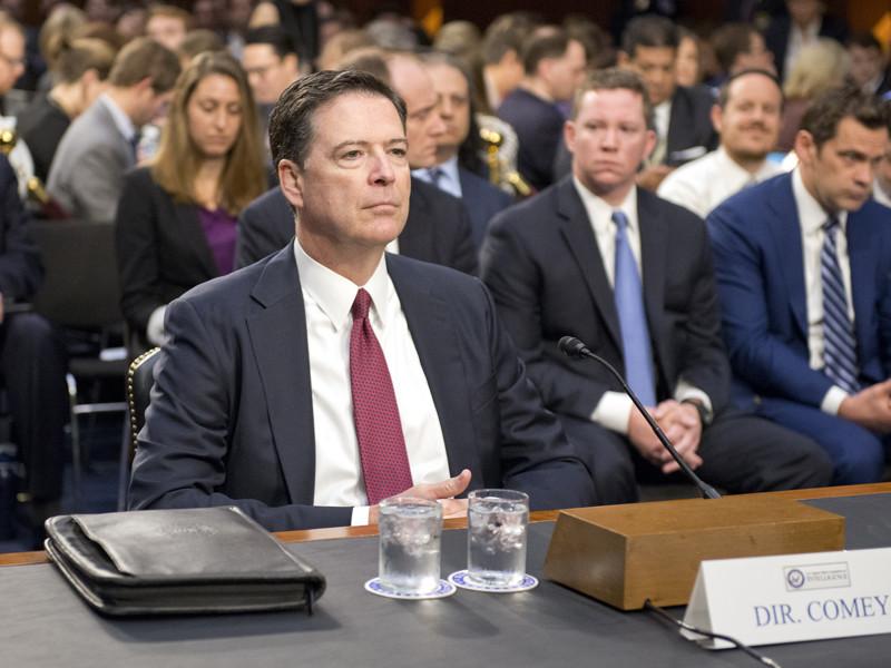 Одной из причин этого называлось увольнение директора ФБР Джеймса Коми, которое некоторые связали с расследованием против Трампа