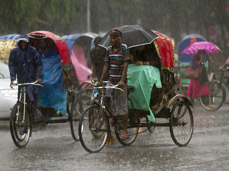 По меньшей мере 22 человека погибли в Бангладеш за последние двое суток из-за ударов молний. Летальные случаи были зафиксированы после того, как в воскресенье и понедельник страну накрыли ливни