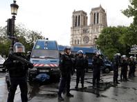 Мужчина, который накануне напал на полицейский патруль перед собором Парижской Богоматери в столице Франции, госпитализирован и помещен под стражу
