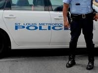 В США полицейский ранил чернокожего коллегу, приняв того за бандита