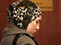 Супруга раненного в Киеве Адама Осмаева, трижды выстрелившая из своего пистолета в киллера, сообщила о тяжелом состоянии мужа
