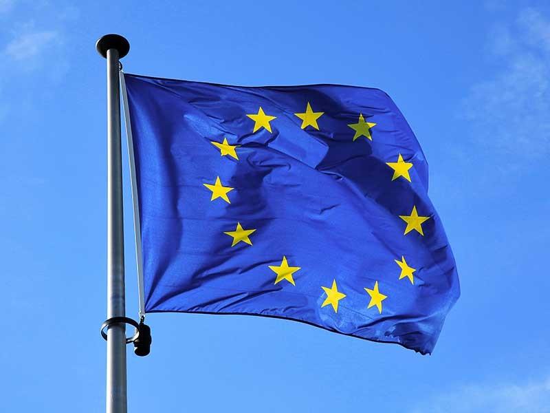 Решение Европейского Союза о продлении экономических секторальных санкций против России до 2018 года, о котором было объявлено в среду, официально вступило в силу. Данные об этом опубликованы в Официальном журнале Евросоюза