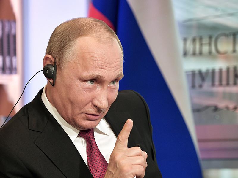 На Западе серия бесед с Путиным вызвала хор протестов, споров и критики