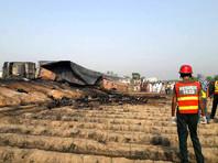 В Пакистане 123 человека погибли при возгорании опрокинувшегося бензовоза