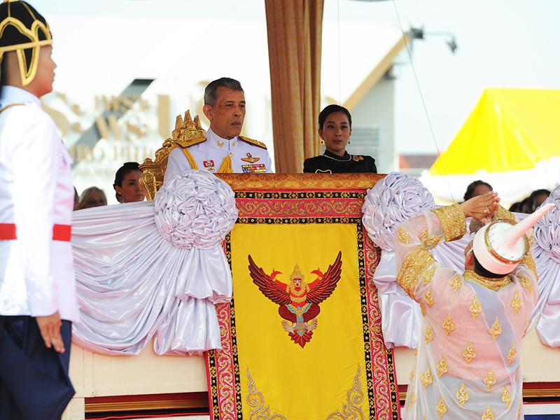 """В Таиланде военный суд вынес беспрецедентно суровый приговор мужчине, которого обвиняли в нарушении статьи 112 Уголовного кодекса страны """"об оскорблении монархии"""""""