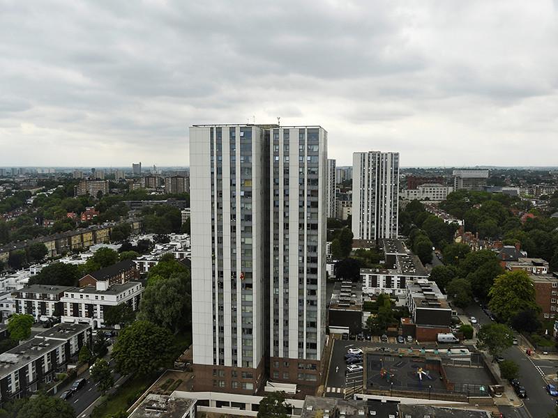 В Британии после пожара в Grenfell Tower нашли еще 27 муниципальных многоквартирных домов с пожароопасной облицовкой